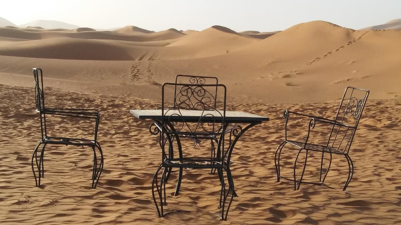 mesa en el desierto